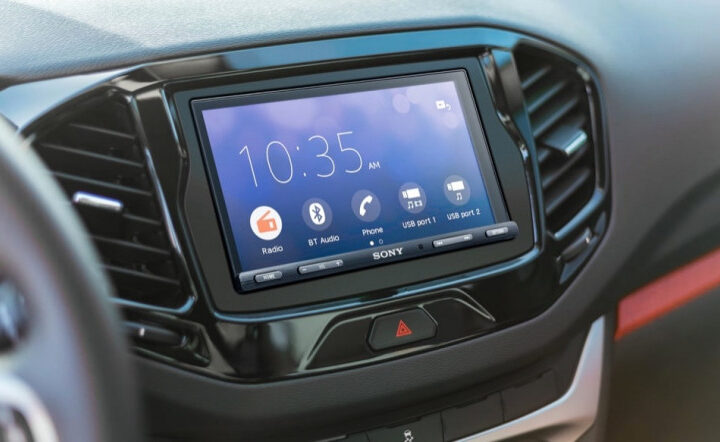 Android Auto is broken on Android 11, but the November update fixes some bugs